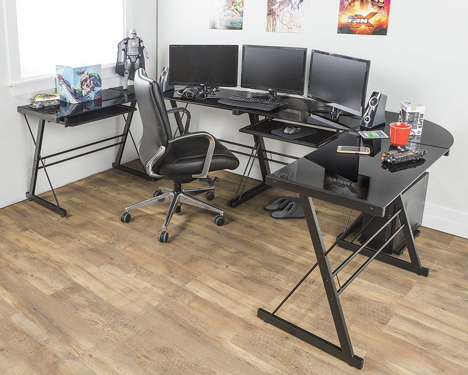 gaming desk setup